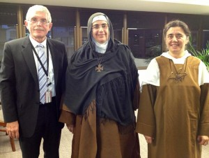 2013 - Mother Agnes and Sister Carmel meet Bishop Forsyth